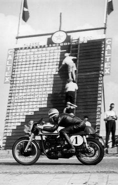 1952– The legendary Geoff Duke astride a 500cc Norton bike at the Dutch TT, Assen, the Netherlands.