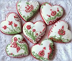 Red-White-Green flowers and hearts decorated valentine sugar cookies Lace Cookies, Flower Cookies, Fun Cookies, Cupcake Cookies, Sugar Cookies, Cookie Bouquet, Cookie Favors, Easter Cookies, Decorated Cookies