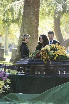 """Revenge season 4 Episode 11 ''Epitaph"""" - Episode will air on jan. 2015 - As Emily and Victoria grieve, David springs into action to protect his loved ones. Revenge Season 4, Revenge Cast, Madeleine Stowe, Emily Thorne, Victoria And David, He Is Alive, Spring Into Action, Backyard, Funeral"""