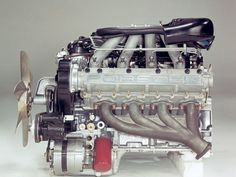Image from http://jenniskens.livedsl.nl/Evolution/Posters/Porsche-928-Period-Photos-Engine-1920x1440.jpg.