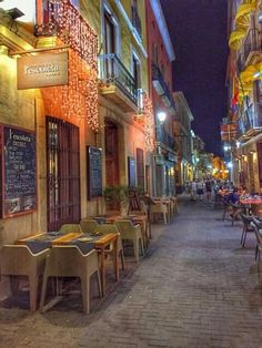 Carrer de Loreto in Denia. A fantastic area to eat with a wonderful atmosphere.