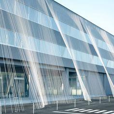 #KengoKuma wraps the facade of Komatsu Seiren Fabric Laboratory with carbon…