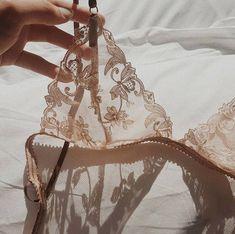 Jolie Lingerie, Pretty Lingerie, Beautiful Lingerie, Mode Outfits, Fashion Outfits, Womens Fashion, Fashion Fail, 70s Fashion, Ropa Interior Retro