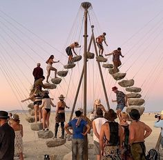 """design dunker on Instagram: """"27 stones installation by @blangholzzz at @burningman As seen by Architect @bjarkeingels #burningman #installation #burningmanfestival…"""" Burning Man Pictures, Burning Man Images, Burning Man Art, Burning Man People, Burning Man Sculpture, Burning City, Rock Sculpture, Sculpture Garden, Photos Du"""
