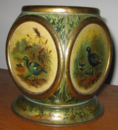 1901, Huntley & Palmers 'Porcelain' tin - without lid