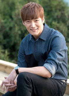 Choi Jin Hyuk really looks like a person you'd want to spend time around.