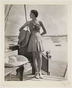 Woman at a marina, Vintage Inspired Outfits, Vintage Outfits, Vintage Clothing, 1930s Fashion, Vintage Fashion, Sun Worship, 20th Century Fashion, Vintage Wardrobe, Vintage Pictures