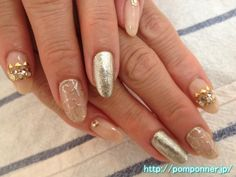 ゴールドラメで唐草模様を描いたネイル nail painted arabesque design in gold lame  #nails #nailart