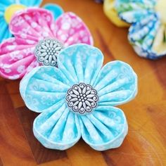 Super cute!  Great way to use up your fabric scraps and buttons!  Fabric Flower Tutorial - learn how to make kanzashi flowers the easy way!  http://apumpkinandaprincess.com/2013/03/round-petal-kanzashi-flower-tutorial.html