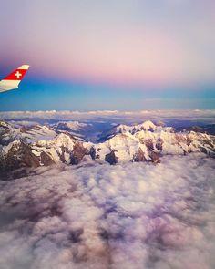 Möchtest du auch bald wieder über den ☁ Wolken sein?  Markiere einfach ein Freund mit dem du verreisen möchtest unter meinem Bild und gewinne 2 Flugticket! Zur Auswahl steht das ganze Streckennetz von Germania Schweiz ab Zürich. Um was geht es überhaupt... Schaue einfach unser Video auf Youtube oder Facebook und ich freue mich sehr auf dein Feedback 🎈🏔️👌✈ Link in der Bio...