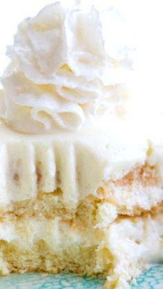 Icebox Cake Lemon No-Bake Icebox Cake ~ A deliciously sweet, refreshing and creamy no-bake lemon icebox cake that everyone will love.Lemon No-Bake Icebox Cake ~ A deliciously sweet, refreshing and creamy no-bake lemon icebox cake that everyone will love. Cold Desserts, Lemon Desserts, Lemon Recipes, Frozen Desserts, Easy Desserts, Baking Recipes, Delicious Desserts, Dessert Recipes, Pasta Recipes