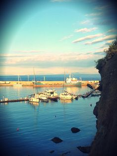 Settembre. Il panorama da Calarossano, sullo sfondo il Vesuvio. #Ventotene #mare #autunno