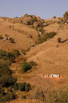 The House Under the Hill - Komati Dam, Hhohho