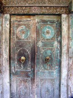 Beautiful Old Doors | this old door I saw in Delhi. There are so many beautiful old doors ...