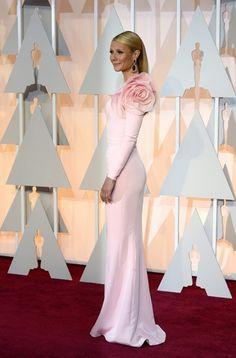 <P>Gwyneth Paltrow kiest zoals altijd voor een sobere creatie, maar dit jaar ging ze voor een accent aan de mouw. Simpelweg geslaagd.</P>