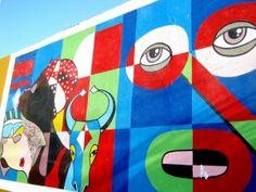 Barranquilla es la ciudad más poblada del Caribe colombiano y cuna de la más rica expresión de la cultura mestiza. Debido a estas características, Barranquilla se ha visto reducida a un sinónimo del folklore colombiano, de ahí el proverbio peyorativo: Barranquilla es un pueblo. No obstante, Barranquilla, como sociedad, siempre se ha rehusado a ser calificada de esa manera.