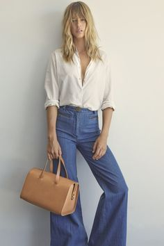 blouse and wide jeans Hippie Chic Outfits, Boho Outfits, Fashion Outfits, Gypsy Style, My Style, Boho Style, Classic Style, Boho Chic, White Shirt And Blue Jeans