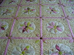 Addicted To Quilts: Feathers Around the Block