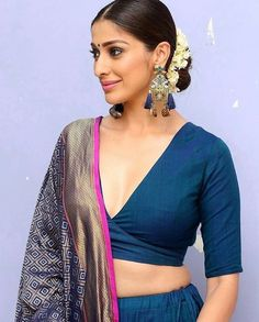 Best Picture For maggam work blouse designs For Your Taste You are looking for something, and it is Saree Blouse Neck Designs, Fancy Blouse Designs, Bridal Blouse Designs, Blouse Patterns, Hot Girls, Stylish Blouse Design, Beautiful Blouses, Beautiful Outfits, Lehenga Blouse