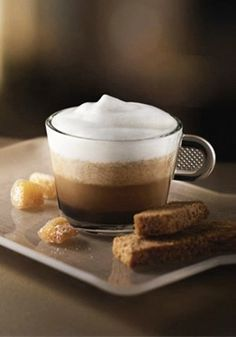 The flavors of gingerbread and maple syrup intermingle with the velvety smoothness of milk foam and the intensity of an espresso Grand Cru to create this Gingerbread Coffee espresso creation.