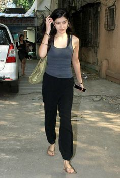 Sanjay Kapoor, Flip Flops, Capri Pants, Fashion Outfits, Suits, Inspiration, Biblical Inspiration, Capri Trousers, Fashion Suits