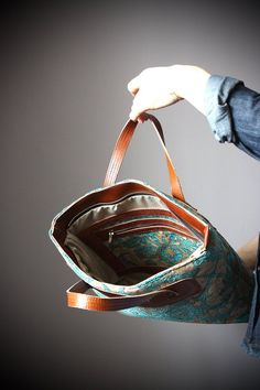 Top handle Tote Shoulder or Crossbody strap Fully Lined with Zipper Multiple pockets Tapestry Leather Handbag for Women Beautiful Handbags, Beautiful Bags, Leather Sketchbook, Unique Purses, Fabric Purses, Jute Bags, Big Bags, Quilted Bag, Leather Handbags