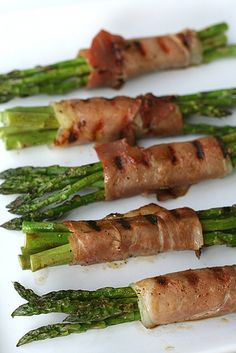 Grilled Proscuitto-Wrapped Asparagus... wonder if it would still work with beef filets