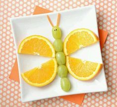 Easy and fun to make kids' snacks. For many of these, you could prep then have the kids assemble! Kids Food Art Lunches - Fruity Butterfly snacks for summer Adorable Kids Snack Ideas Cereal Recipes, Baby Food Recipes, Cereal Food, Food Art Lunch, Deco Fruit, Butterfly Snacks, Butterfly Birthday, Food Art For Kids, Fruit Art Kids