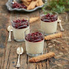 Enkel men otroligt läcker dessert som serveras med pepparkakssnittar.