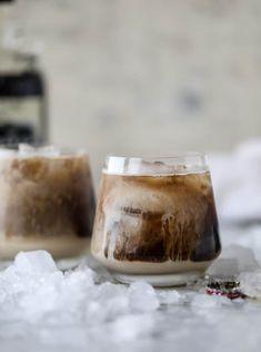 Root Beer Rum Creams With Crushed Ice, Spiced Rum, Root Beer, Baileys Irish Cream Liqueur Dessert Drinks, Bar Drinks, Cocktail Drinks, Cocktail Recipes, Margarita Recipes, Spiced Rum Drinks, Beverages, Baileys Cocktails, Irish Cream