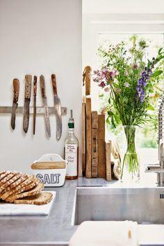 Méchant Studio Blog: around the kitchen table