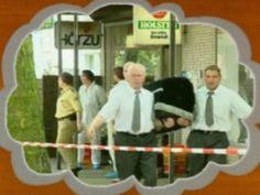 Uno screenshot da un filmato in dvd, reperito nel covo dei neonazisti tedeschi del NU: immagini dalla scena del crimine che Uwe Mundlos and Uwe Boenhardt hanno commesso, uccidendo un immigrato di origine turca a Norimberga. Il reperimento delle sconvolgenti immagini data il 16 novembre 2011, un giorno dopo l'omicidio suicidio dei due neonazisti assassini.