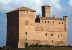 Il castello di Grinzane Cavour, Langhe, province of Cuneo, region of Piedmont, Italy Castle Ruins, Medieval Castle, Places In Italy, Places To Visit, Wonderful Places, Beautiful Places, Italy Architecture, Fantasy Castle, Beautiful Castles