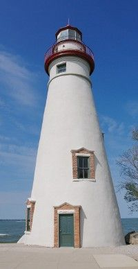 The oldest active lighthouse on the Great Lakes, Marblehead Light is located on the headland of a peninsula.