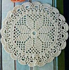 Trendy ideas for crochet christmas doily link Filet Crochet, Crochet Doily Rug, Crochet Stars, Crochet Circles, Crochet Round, Thread Crochet, Crochet Crafts, Crochet Flowers, Crochet Stitches