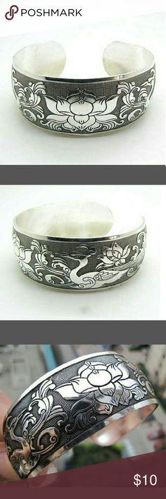 New Bracelet Brand new in original packaging, silver toned bracelet. Flowers and Swan. Beautiful Jewelry Bracelets