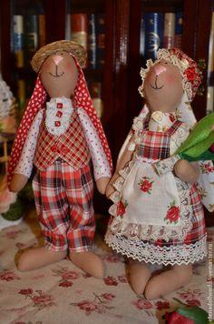 Купить Зайцы,,Клетчатая парочка,, - ярко-красный, в клетку, втрозочки, тюльпаны, букет, тильда Christmas Ornaments, Toys, Holiday Decor, Home Decor, Rabbits, Fabric Dolls, Tejido, Feltro, Animales