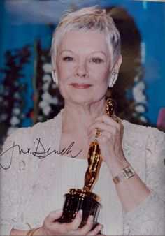 Dame Judi Dench She received the Oscar a few years before . Real Movies, Iconic Movies, Maggie Smith, Judi Dench, True Detective, Mamma Mia, Gray Hair, Movie Stars, Famous People