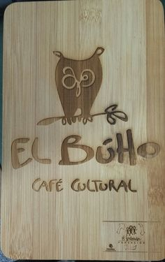 Grabación de imagen corporativa sobre tabla de bambú