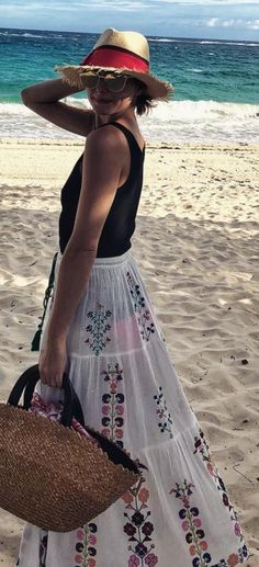 Sunglasses – Dior Skirt – Melissa Odabash similar style print dress by the same designer !function(doc,s,id){ var e, p, cb; if(!doc.getElementById(id)) { e = doc.createElement(s); e.id = id; …