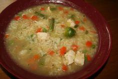 Das perfekte bunte Reissuppe-Rezept mit Bild und einfacher Schritt-für-Schritt-Anleitung: Brühe kochen,kleingeschnittene Filets dazu,Suppengemüse…