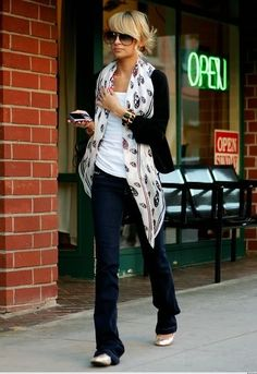 Fall Style Inspiration - Nicole Richie, causal scarf, tee, jeans, and flats