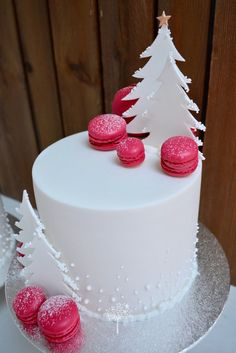 2016 Christmas Cake by Blossom Tree Cake Company Harrogate North Yorkshire. Christmas Themed Cake, Christmas Cake Designs, Christmas Cake Decorations, Christmas Food Gifts, Christmas Cooking, Christmas Goodies, Christmas Desserts, Christmas Cakes, Xmas Cakes