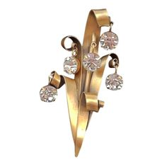 A fine and rare vintage Joseff of Hollywood brooch. Signed gilt metal item with hanging crystal drops. - JOSEFF OF HOLLYWOOD - 1950s