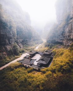 Jordan HammondさんはInstagramを利用しています:「Back to where it all began; hands down one of my favourite spots in China! Who else would love to spend the weekend here? 🏚」