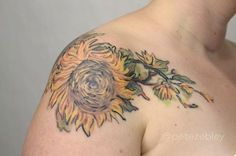 45 VINCENT VAN GOGH TATTOOS Sunflower Out From a Vase by Pete Zebley. Pete Zebley creatively used the element from the Van Gogh's tattoo and inked it with her imagination and details. Body Art Tattoos, New Tattoos, Sleeve Tattoos, Cool Tattoos, Dream Tattoos, Tatoos, Piercings, Piercing Tattoo, Van Gogh Tattoo