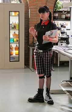 Forensic Scientist Abby Sciuto (Pauley Perrette) searches for answers when the current husband of both Gibbs's and Fornell's ex-wife is suspiciously kidnapped on NCIS Photo: Cliff Lipson/CBS Ncis Abby Sciuto, Pauley Perette, Ncis Tv Series, Jethro, Best Tv, American Actress, Favorite Tv Shows, Actors & Actresses, Cool Outfits