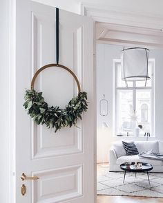 The advent wreath gets a Scandinavian upgrade - sooo nice! - Decorative trend: Scandinavian Christmas wreaths to make yourself # Scandinavian Advent wreath - Noel Christmas, Simple Christmas, Winter Christmas, Christmas Wreaths, Christmas Crafts, Christmas Decorations, Xmas, Holiday Decorating, Advent Wreaths