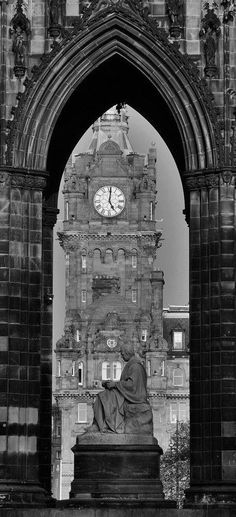 Really getting more into these interesting B/W shots. This Scott's Memorial, Edinburgh.
