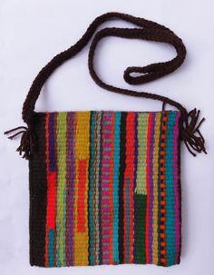 algún telar Inkle Weaving, Inkle Loom, Card Weaving, Tablet Weaving, Weaving Art, Tapestry Weaving, Weaving Textiles, Weaving Patterns, Sacs Tote Bags